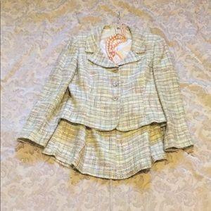 TAHARI 2 piece suit